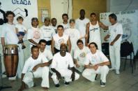 Grupo CEACA com mestre Alcides ao centro, agachado. Sala 51 - Crusp.