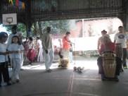 Preparativos - tambores e artistas da tradição oral.