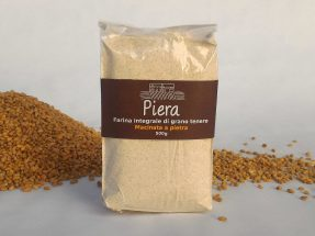 Piera, la farina integrale macinata a pietra