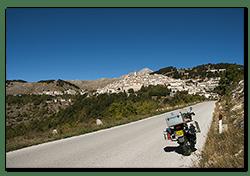 Aprilia Caponord ETV1000 Rally-Raid just below Castel del Monte
