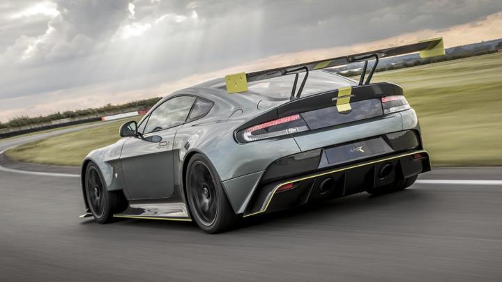El Aston Martin Vantage AMR regresa la transmisión manual
