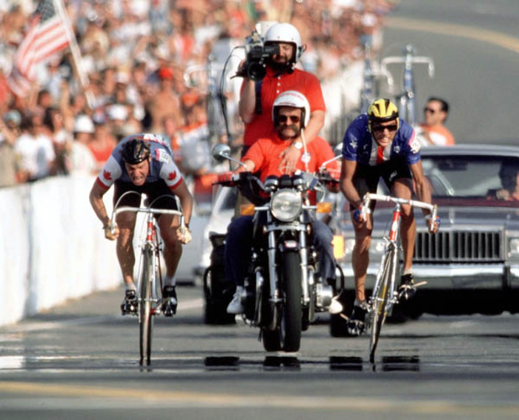 Canada's Steve Bauer (left) competes in a road cycling event at the 1984 Summer Olympics in Los Angeles. (CP PHOTO/ COA/ J Merrithew) Steve Bauer du Canada (gauche) participe à une épreuve de cyclisme sur route aux Jeux olympiques de Los Angeles de 1984. (Photo PC/AOC)