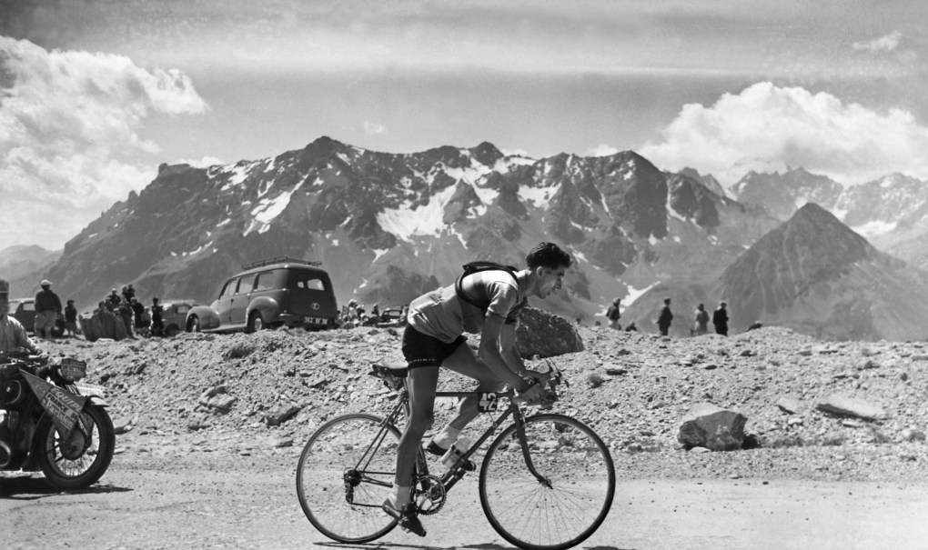Spanish cyclist Federico Bahamontes is seen while ascending the 2500 m high Mt. Galibier during the 19. stage of the Tour de France on July 28, 1954. (AP Photo/Str) --- Der Spanier Federico Bahamontes beim Bezwingen des rund 2500m hohen Galibier auf der 19. Etappe der Tour de France, am 28. Juli 1954. (AP/Str)