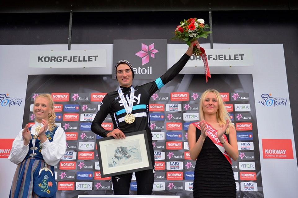 Arctic Race of Norway 2016 – 13/08/2016 – Troisième étape : Nesna/Korgfjellet (160 km) – Norvège - Le vainqueur Gianni MOSCON de l'equipe SKY sur le podium