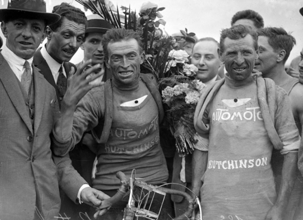 Victoire d'étape pour Ottavio Bottecchia et première place au Général. A ses côtés le deuxième du général : Lucien Buysse. bottecchia (ottavio) buysse (lucien)