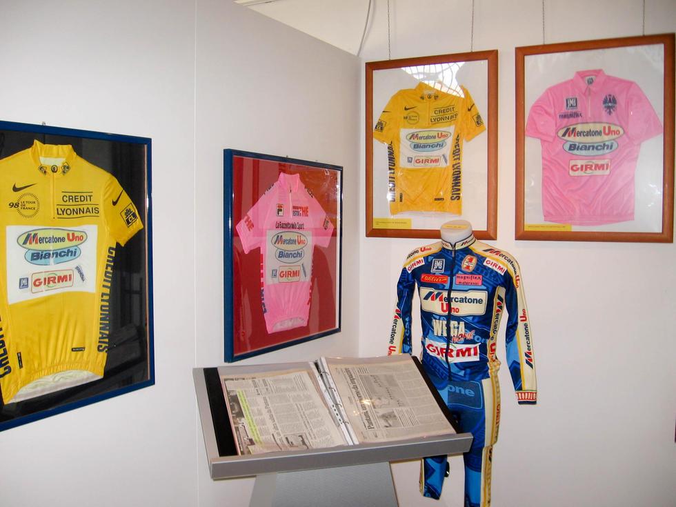 Capovelo Com Team Wiggins Visits The Marco Pantani Museum