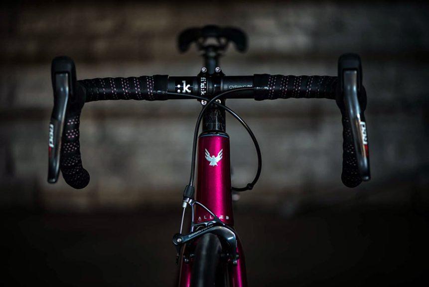 hia-velo-allied-cycles-echo-800g-custom-carbon-road-bike-1