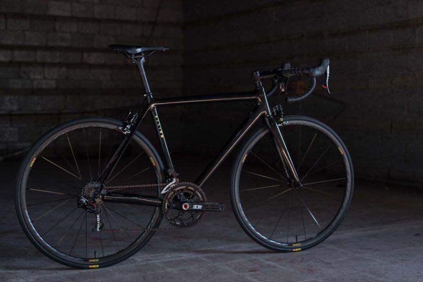 hia-velo-allied-cycles-echo-800g-custom-carbon-road-bike-7