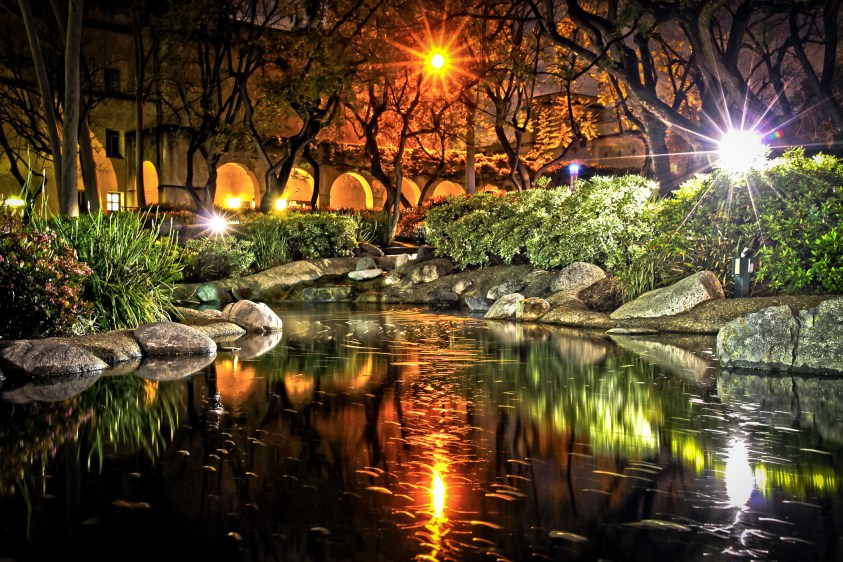 Caltech's Throop Memorial Pond at night. Canon.vs.nikon at Wikimedia Commons. CC BY-SA 3.0 Unported