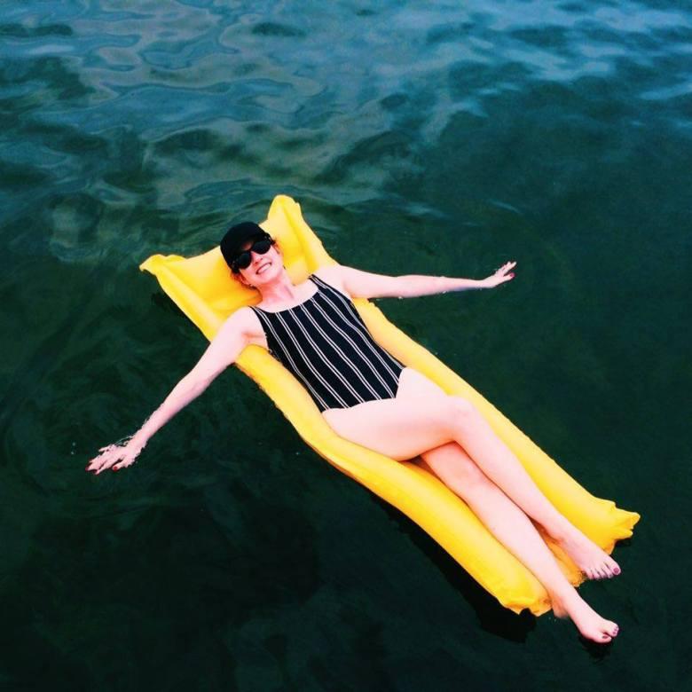 sunscreen-capsule-suitcase