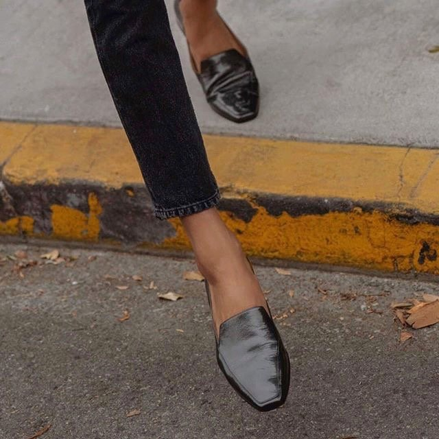 Naturalizer shoe for travel
