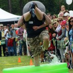 Scandinavian Midsummer Festival 2016-06-19 030 Wife carrying contest - I cannot see!