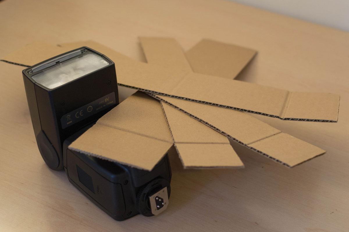 Première étape : le découpage des bandes de carton