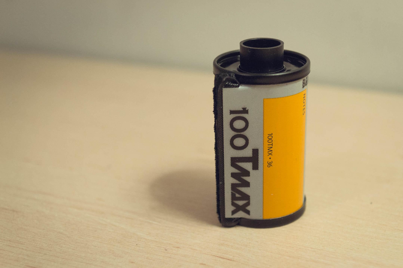 Pellicule 24x36mm (Tmax 100)pouvant être utilisée dans le Nikon F801s