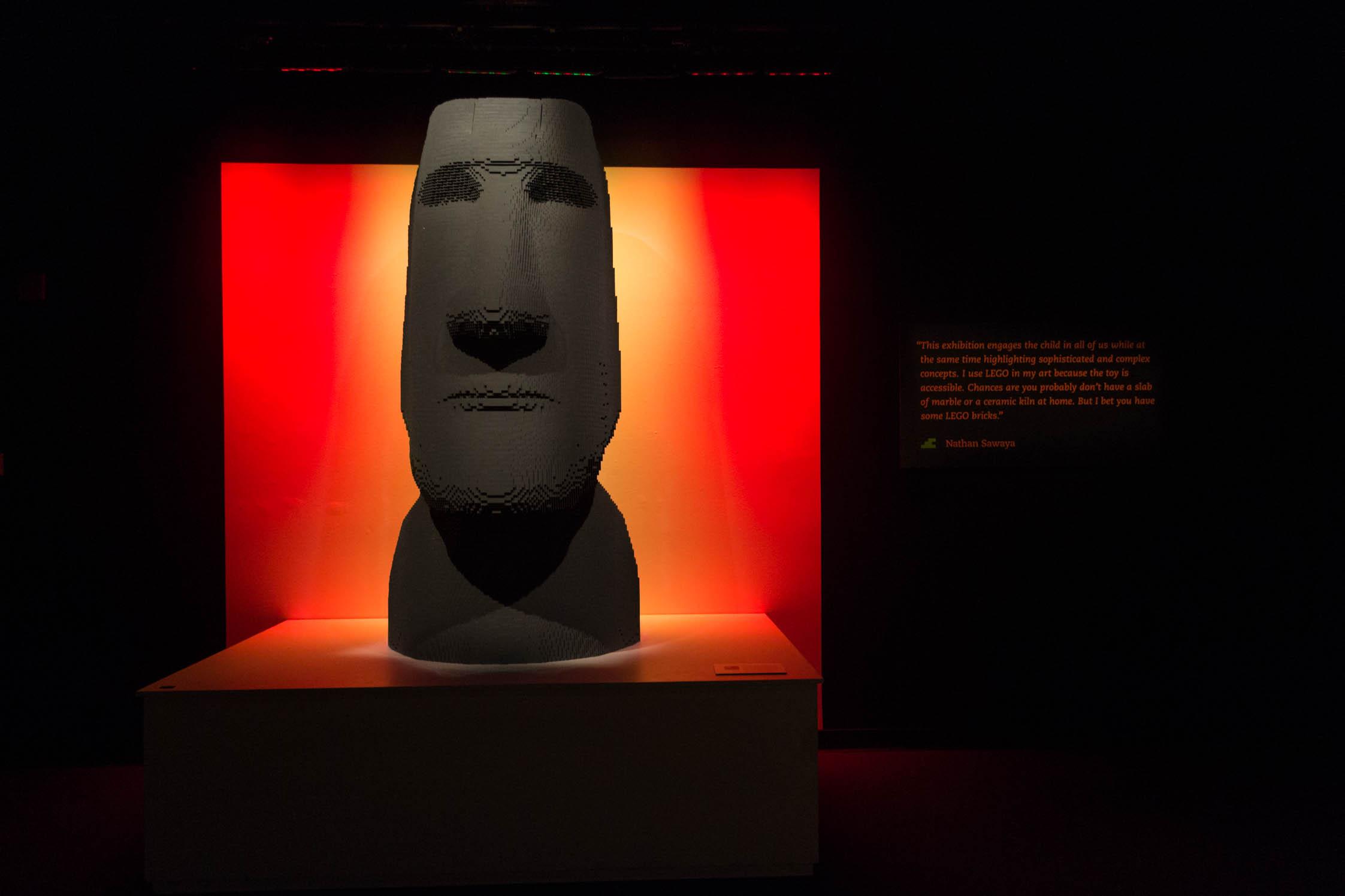 Une statue de l'île de Pâques reproduite en LEGO (75 450 pièces)
