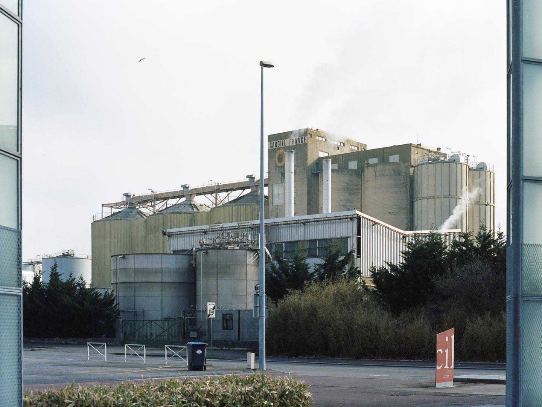 Une usine dans le quartier du port