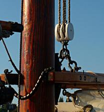 Even at 4:1 mechanical advantage the main halyard took many hands to raise the main sail