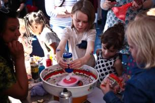 Spin Painting. Everyone likes to watch