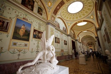 """Antonio Canova's sculture """"Kiss of Cupid"""" entered into The Hermitage collection in 1926."""