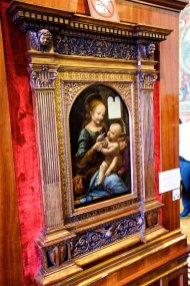 Da Vinci's Madonna and the Child (The Benois Madonna) acquired by The Hermitage in 1914.