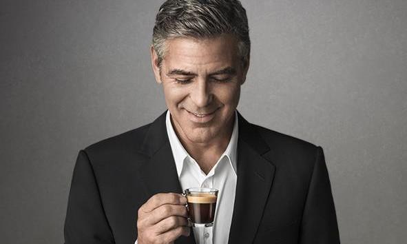 A George Clooney le gusta el café Nespresso