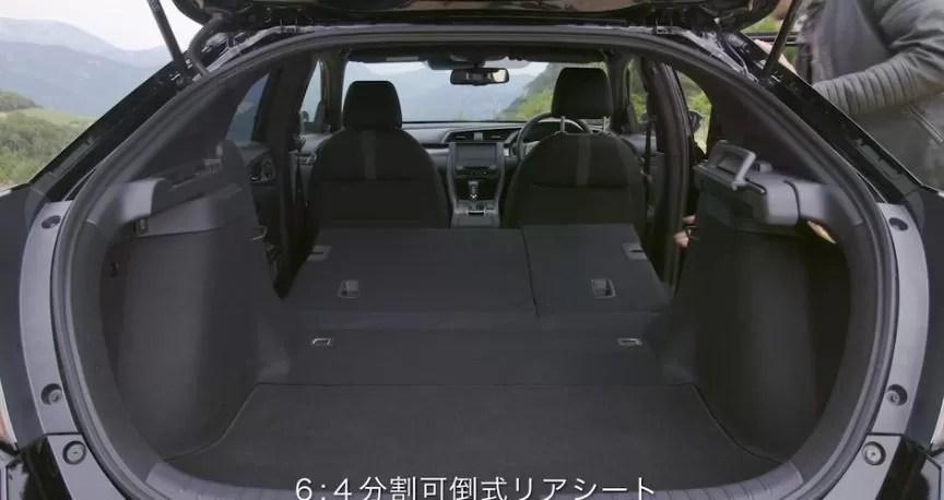 新型シビックハッチバック後部座席画像