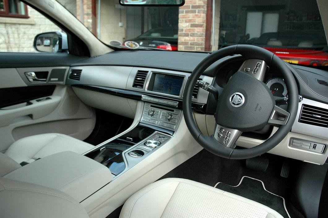 Jaguar xf interior mood lighting for Interior design lighting quiz