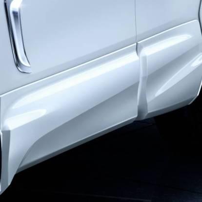 Toyota-Corolla-Cross-Modellista-Aero-Parts_side-skirt-1200x556