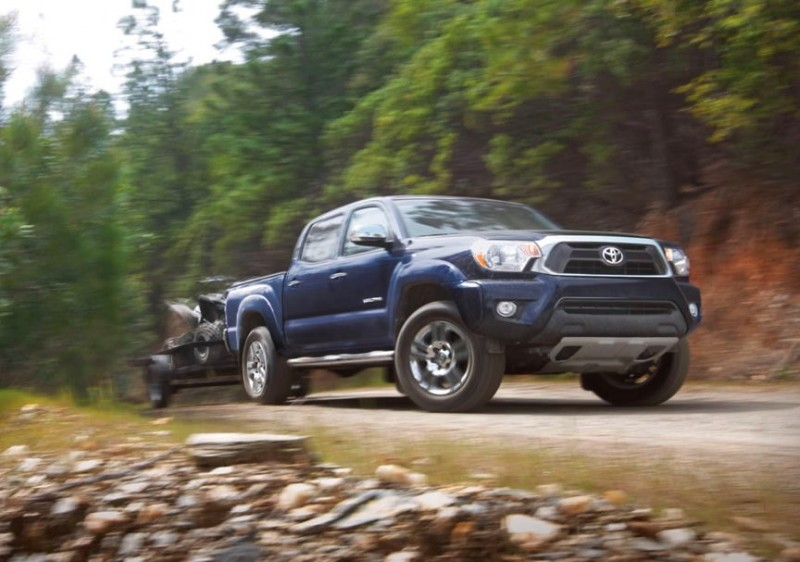 0015-tacoma-blue-towing-rock-cliff