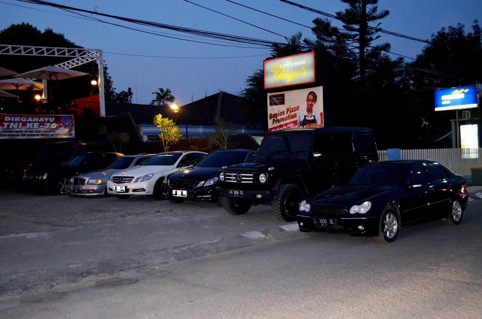 Parkir kafe yang Luas