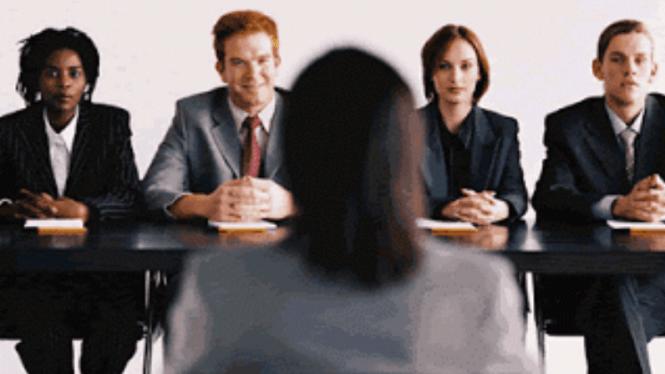 Lakukan wawancara dan tidak sendirian