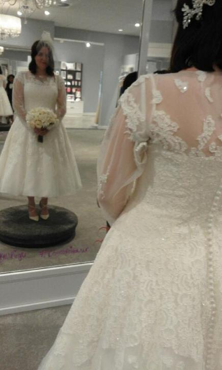 What to expect at a wedding dress appointment
