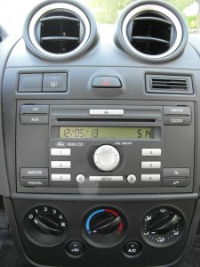 Ford Fiesta - car and gas - radio 6000cd