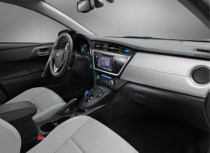 Toyota-Auris-Hybrid-interior
