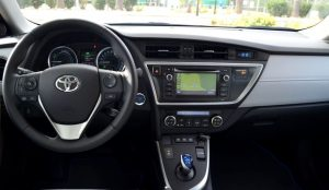 Toyota_Auris_Touring_Sports Consola