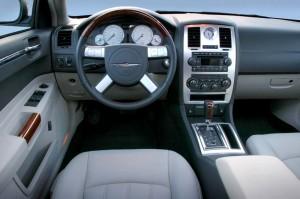 Chrysler 300C 2.7 V6 interior