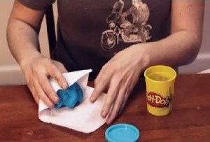 cara mengatasi play doh yang kering dan keras