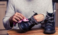 cara mencuci sepatu yang baik dan benar