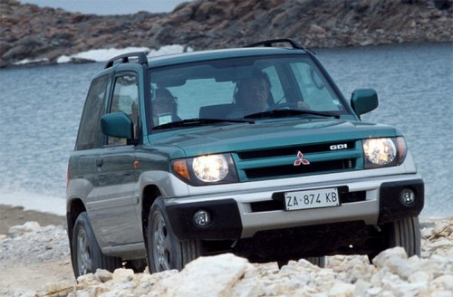 Compare Mitsubishi Pajero Pinin and SsangYong Musso. Which ...