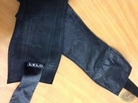 LELO_Etherea_Cuffs_Blk-4