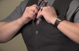 男性の腕の画像