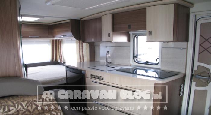 Burstner-Averso-Top-430TS-keuken