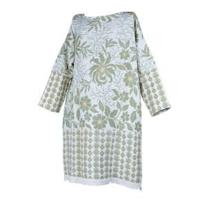 Xersei xxl polos xeonllos elaborado a partir dunha antiga colcha dos anos 60-70, con estampado de flores, follas e ramas verdes sobre fondo branco e rematado con cinta branca de flocos