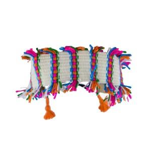 Gargantilla ancha tecida a man con flocos axustable grazas á goma rematada en dúas borlas da parte posterior con estampado a raias en branco, verde, fucsia, laranxa e azul