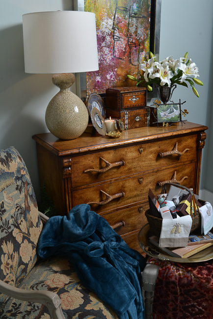 House-for-hope Guest Room, Peddler Interiors, Photo by Peyton Hoge
