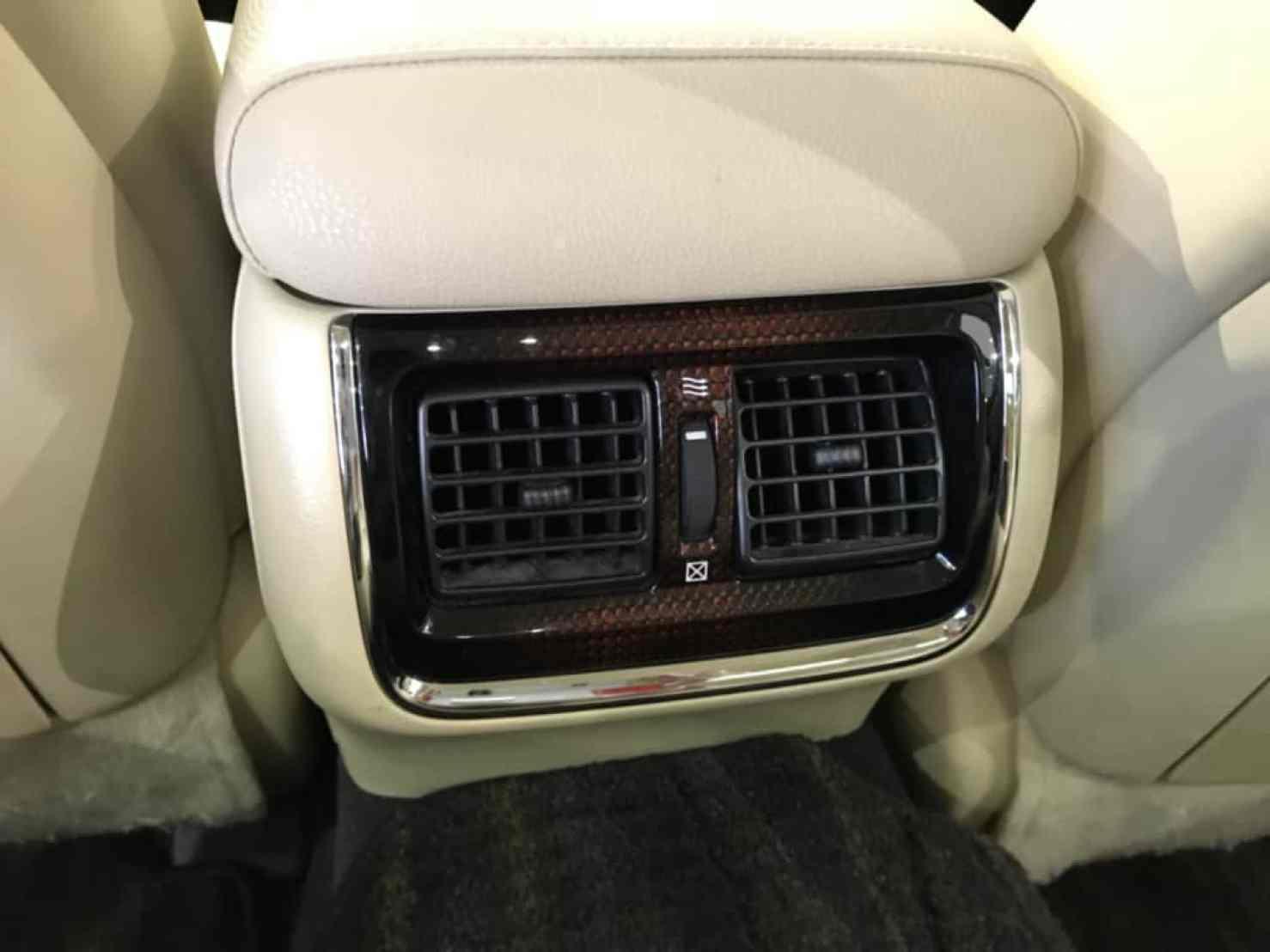 クラウンロイヤルの後部座席のエアコン