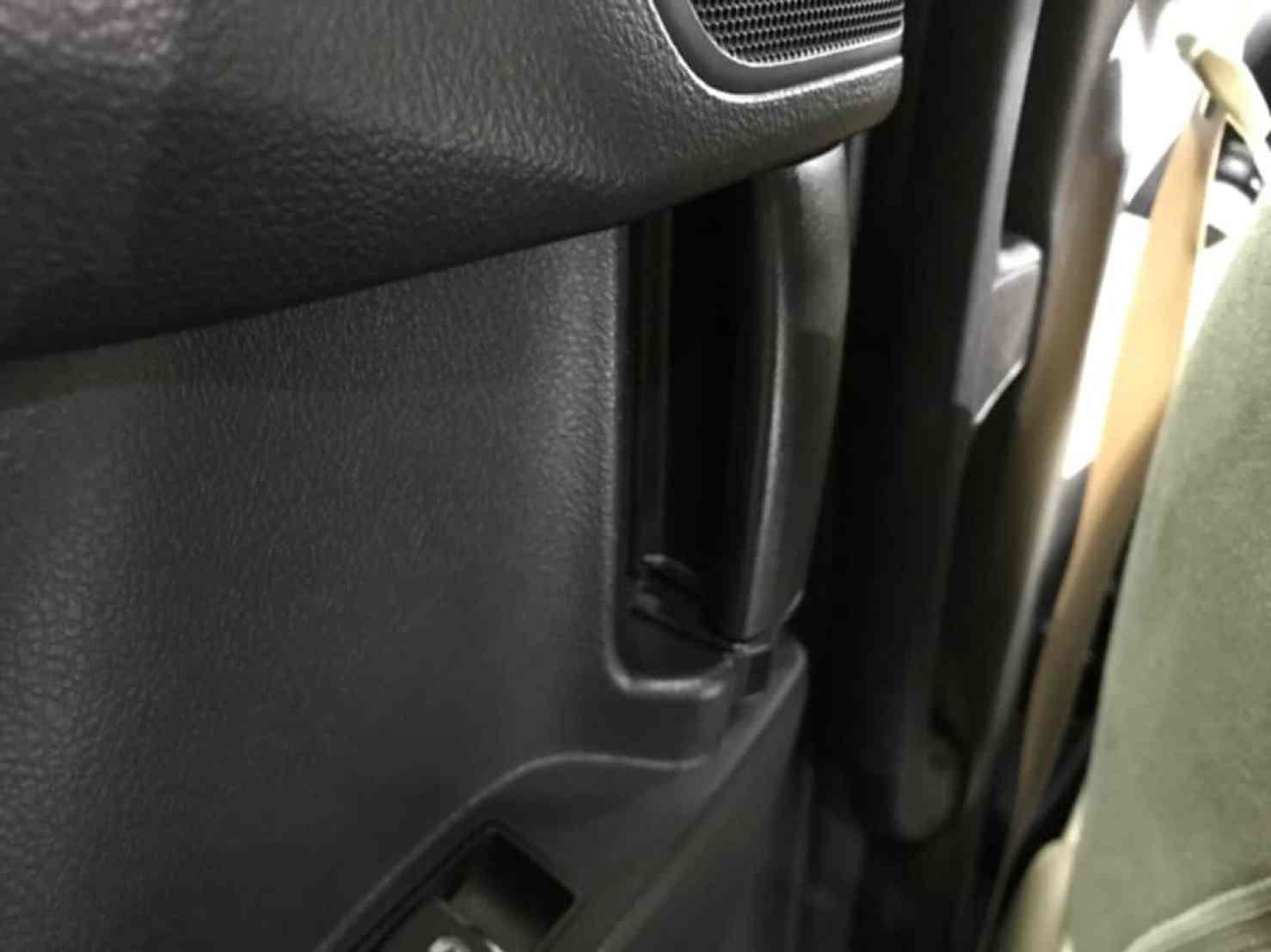 ヴェルファイアの後部座席ドアのインナーハンドル