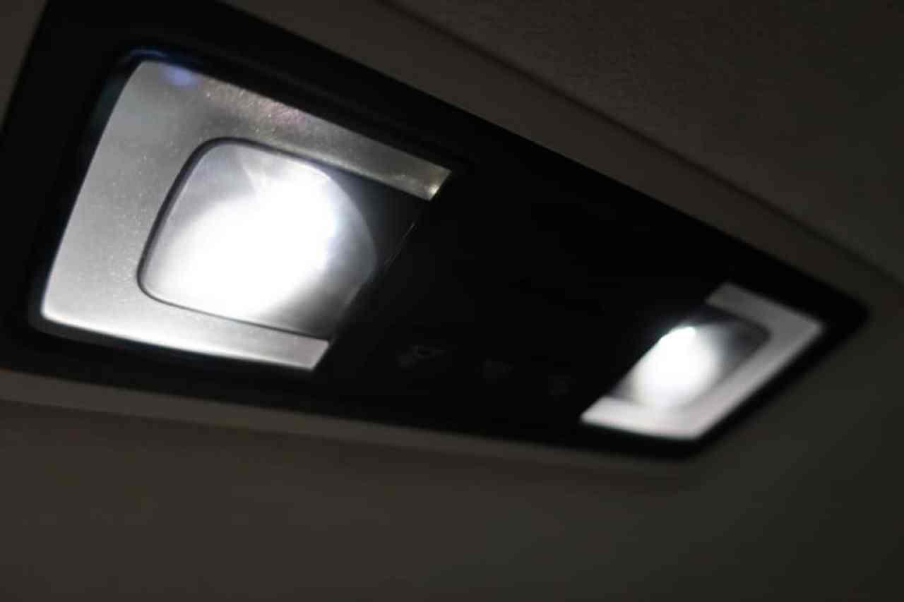 レクサスLSの後部座席天井の室内灯