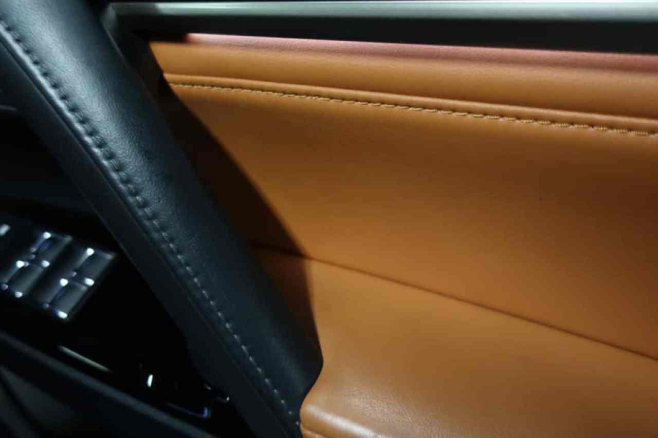 レクサスLXの運転席ドアトリムのアップ