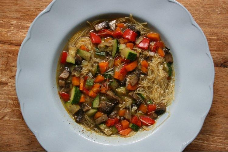 Veggie noodle broth